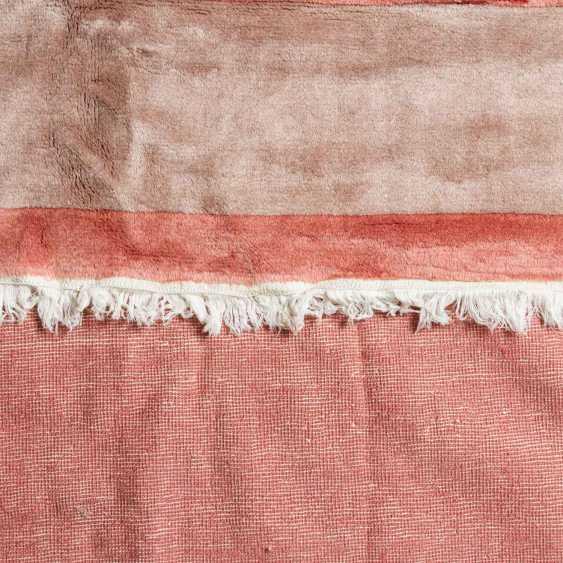 Carpet made of wool. CHINA, 20. Century, 310x203 cm. - photo 3