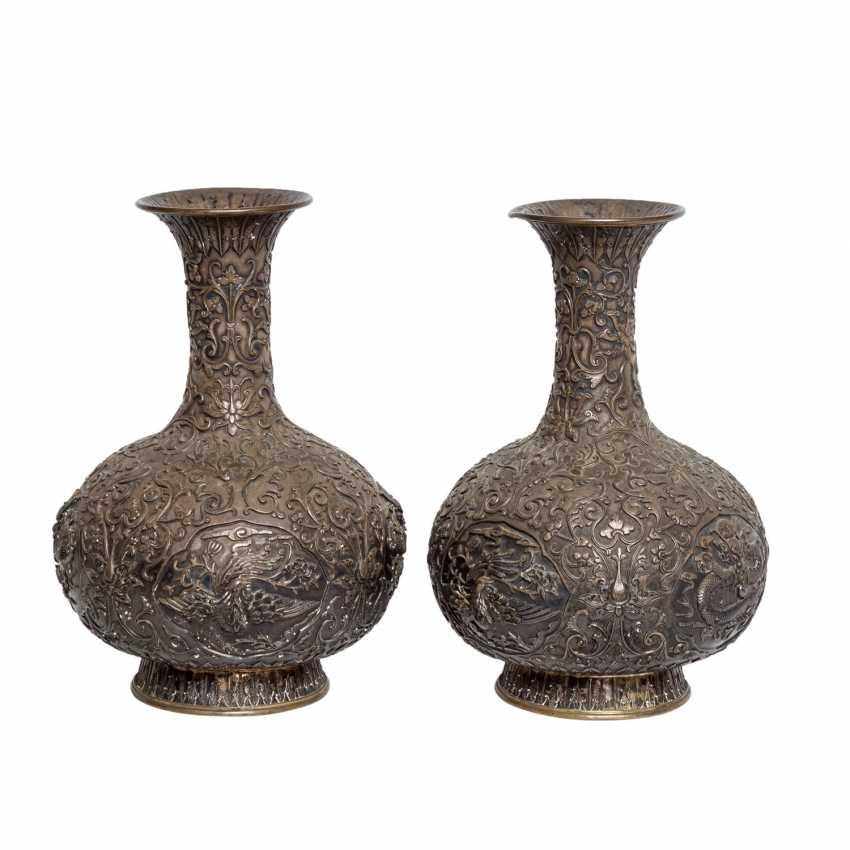 Pair of vases made of silver. CHINA, around 1900. - photo 3