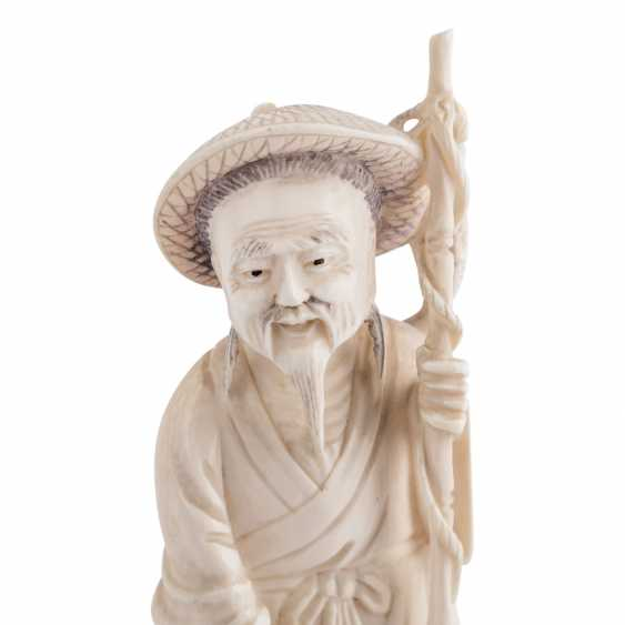 Ivory carving of a fisherman. CHINA, 1920s/30s. - photo 5