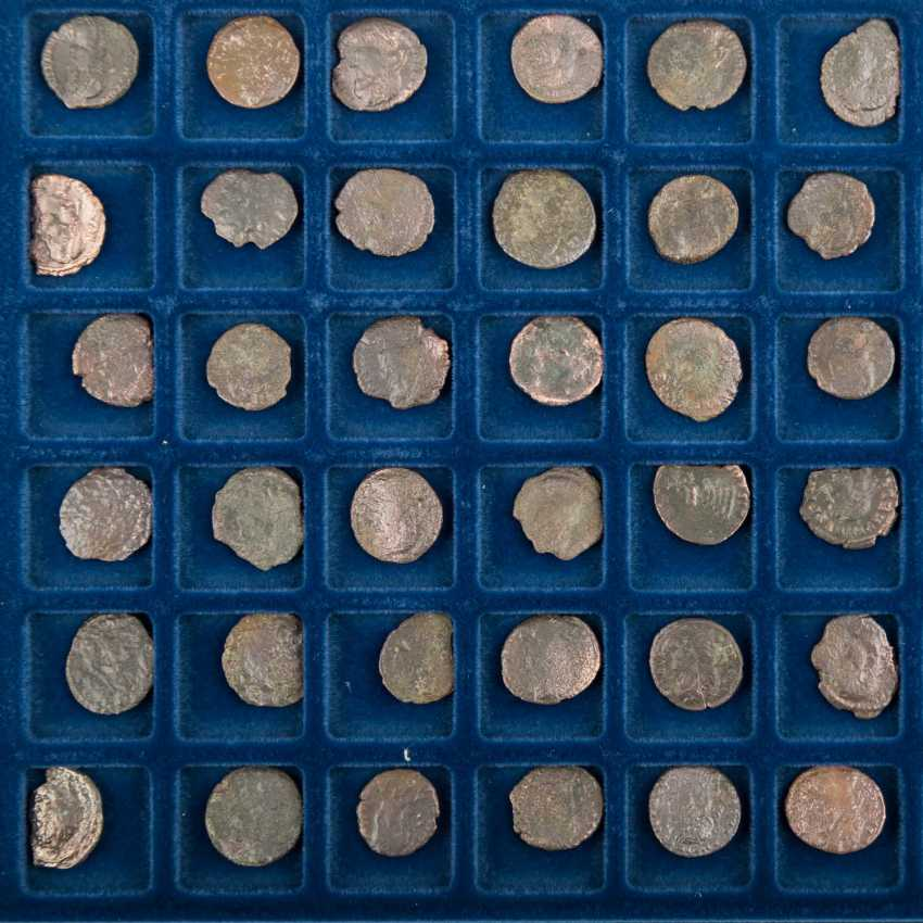 Roman late antiquity - Tableau with 48 small coins/Nummi, the - photo 1