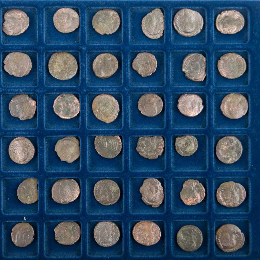 Roman late antiquity - Tableau with 48 small coins/Nummi, the - photo 2