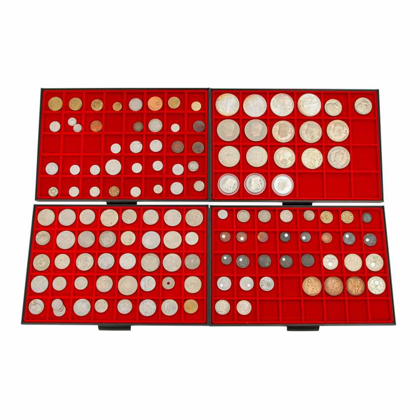 4 CABLE trays with a variety of coins in silver and - photo 1