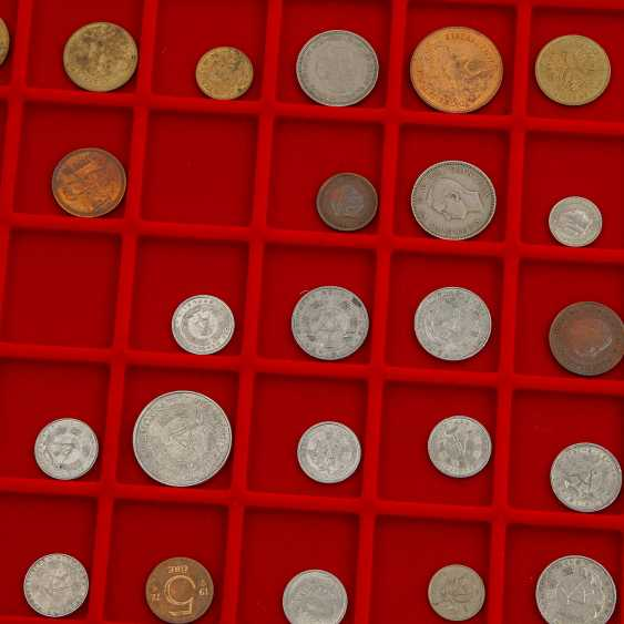 4 CABLE trays with a variety of coins in silver and - photo 3