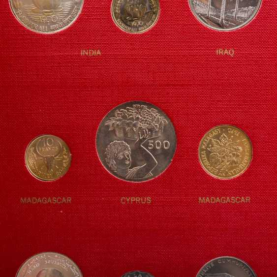 FAO - special album in 1970 with the numismatic emissions - photo 4