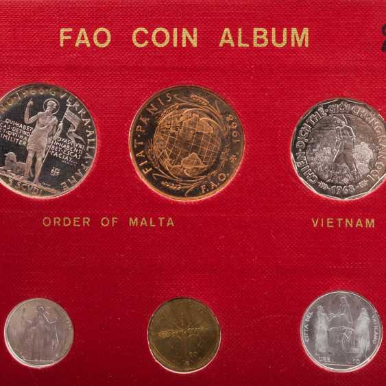 FAO - special album in 1970 with the numismatic emissions - photo 6