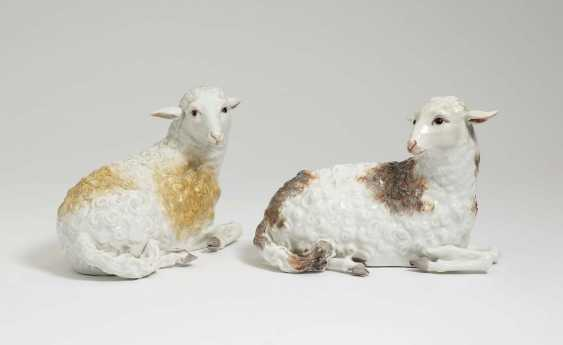 Two reclining sheep. Meissen, around 1760, model by J. J. Kändler and P. Reinicke - photo 1