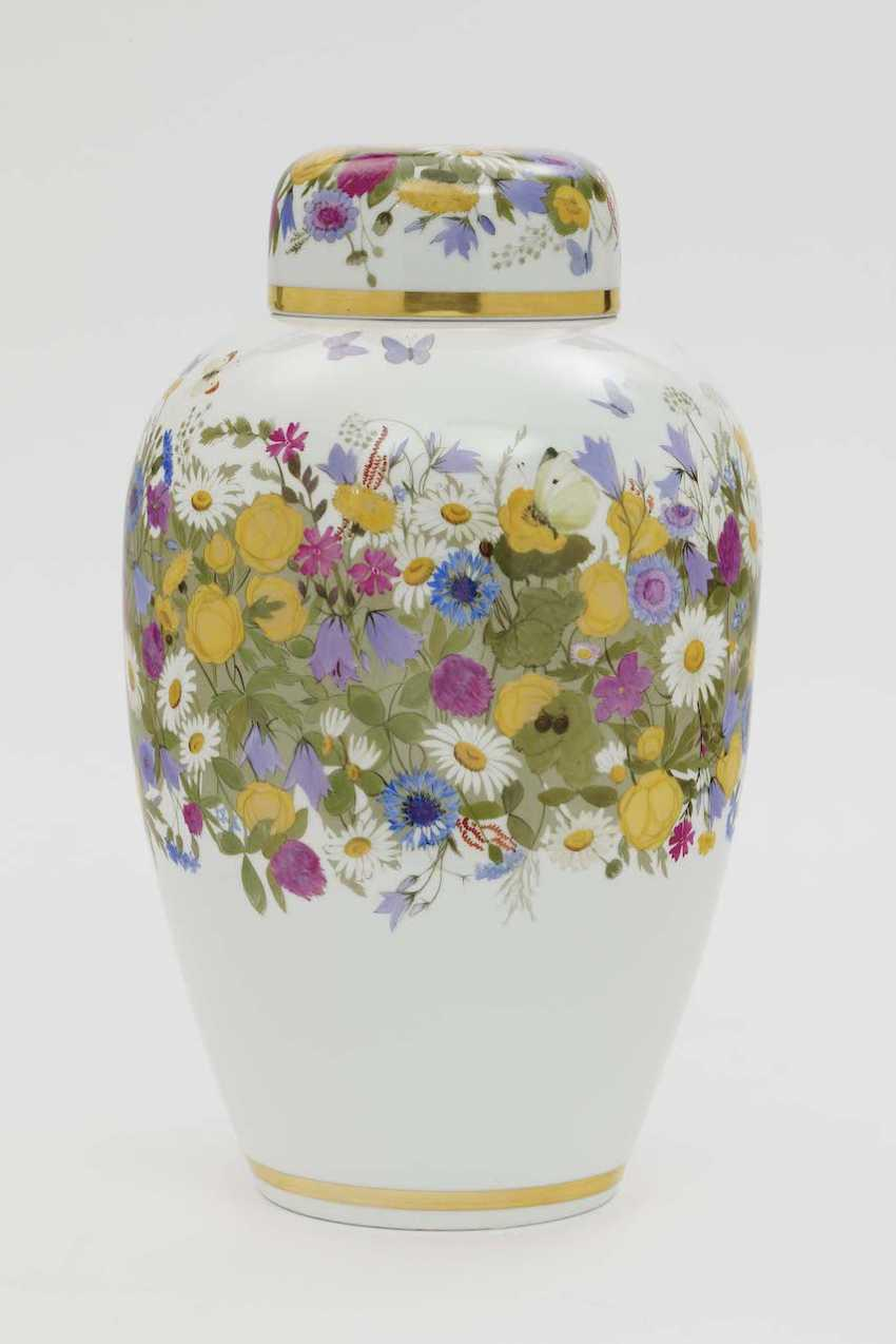 Lid of urn. Nymphenburg, design and execution of Rudolf Sieck, 1912 - photo 1