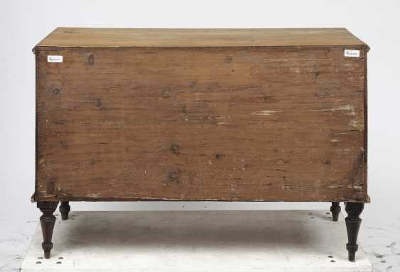 A chest of drawers. German, around 1800 - photo 2