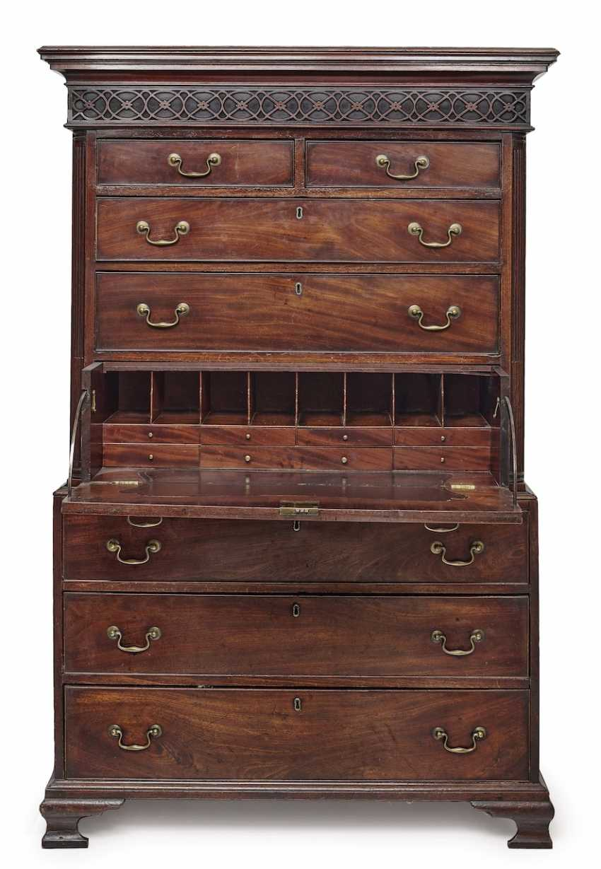 Top Chest Of Drawers (Tallboy). England, 18./19. Century - photo 1