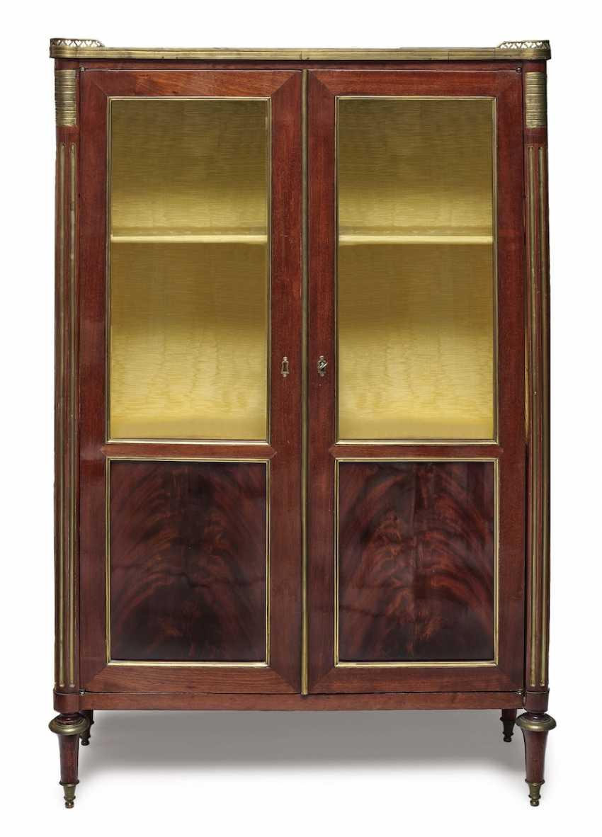 Showcase Cabinet. France, around 1800 - photo 1