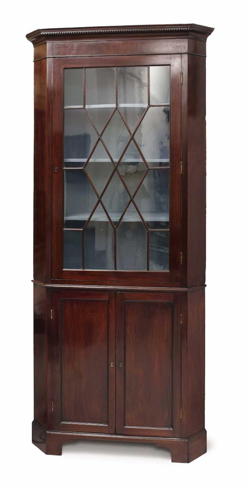 Corner display case. England, 19. Century - photo 1