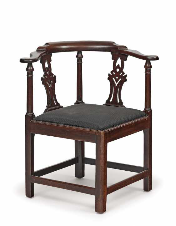 Eckstuhl (corner chair). England, 18./19. Century - photo 1