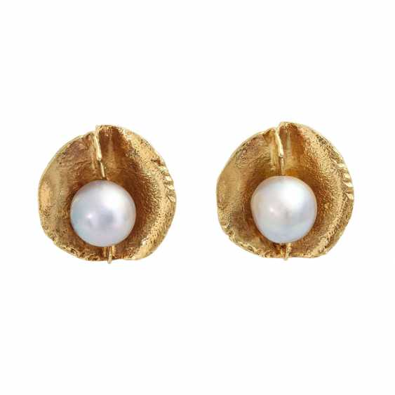 Pair of clip earrings with 2 Akoya cultured pearls - photo 1