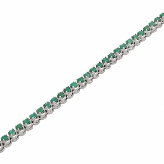 Rivièrearmband with 43 emeralds, - photo 5