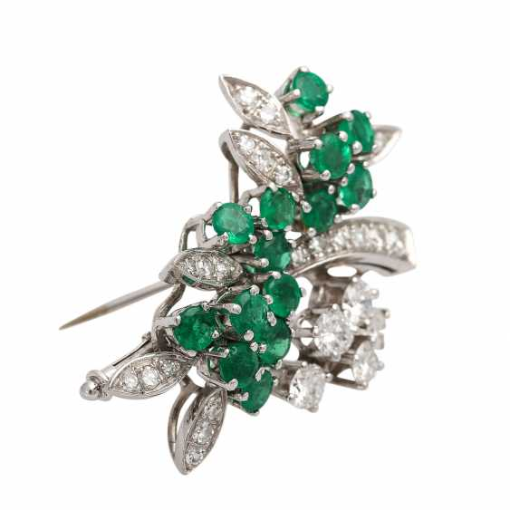 SHILLING brooch with emeralds and diamonds - photo 2