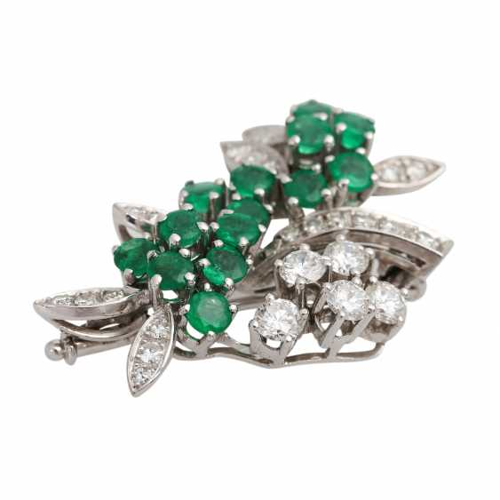 SHILLING brooch with emeralds and diamonds - photo 3