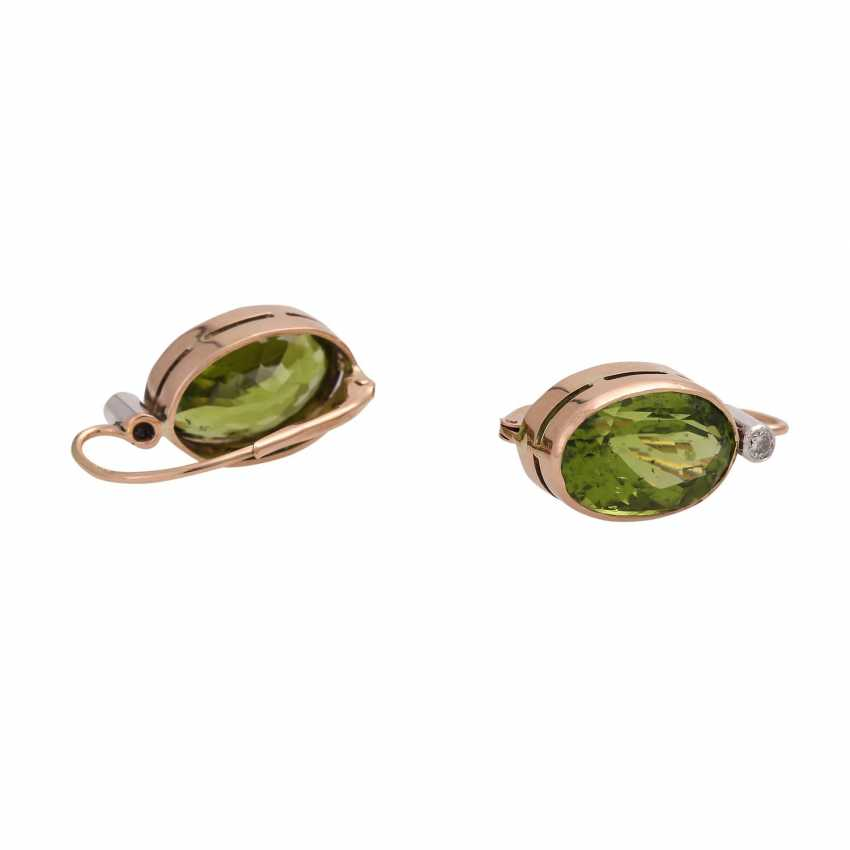 Earrings with 1 diamond, together approx. 0,1 ct and Peridot, - photo 3