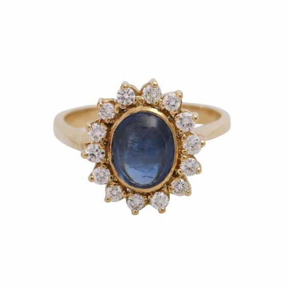 Ring with oval cabochon sapphire, surrounded by 14 brilliant-cut diamonds, - photo 1