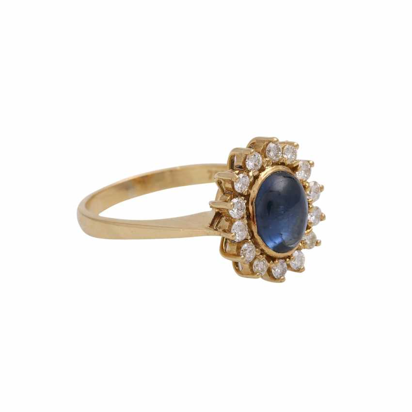 Ring with oval cabochon sapphire, surrounded by 14 brilliant-cut diamonds, - photo 2