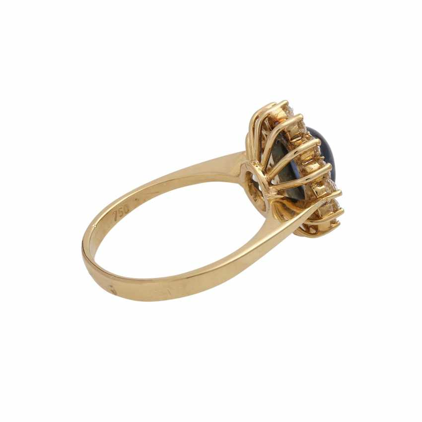 Ring with oval cabochon sapphire, surrounded by 14 brilliant-cut diamonds, - photo 3