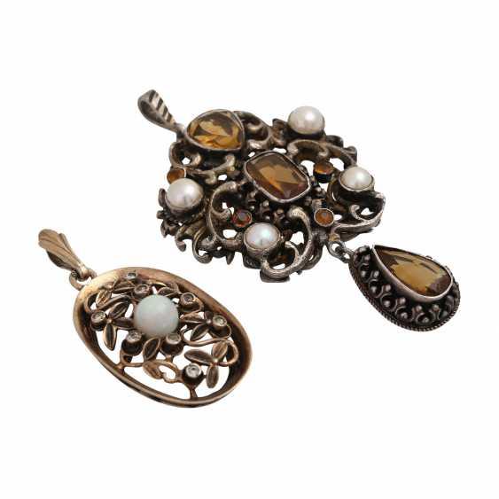 Mixed lot of 2 pendants with gemstones, - photo 1