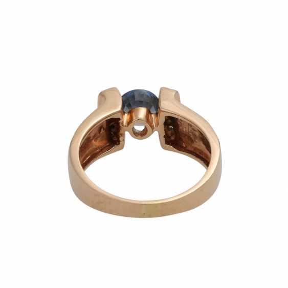 Ring mit rund fac. Saphir, ca. 0,8 ct, - photo 4