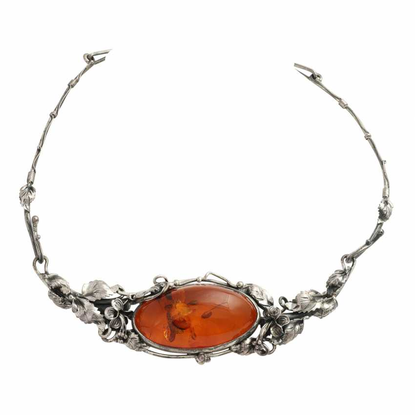 Necklace with oval amber, CA. 4,5x3,3 cm, - photo 1