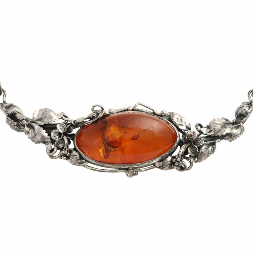 Necklace with oval amber, CA. 4,5x3,3 cm, - photo 2
