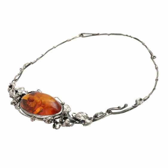 Necklace with oval amber, CA. 4,5x3,3 cm, - photo 3