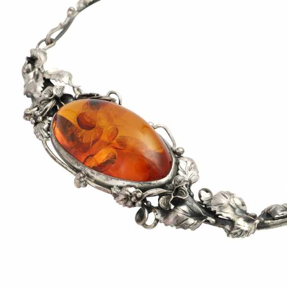 Necklace with oval amber, CA. 4,5x3,3 cm, - photo 4