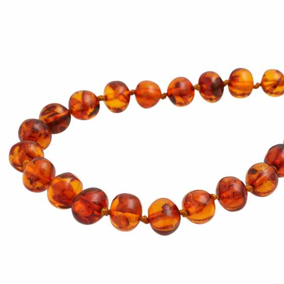 Long amber necklace in a slight curve, approx. 10-13,5 mm, - photo 4