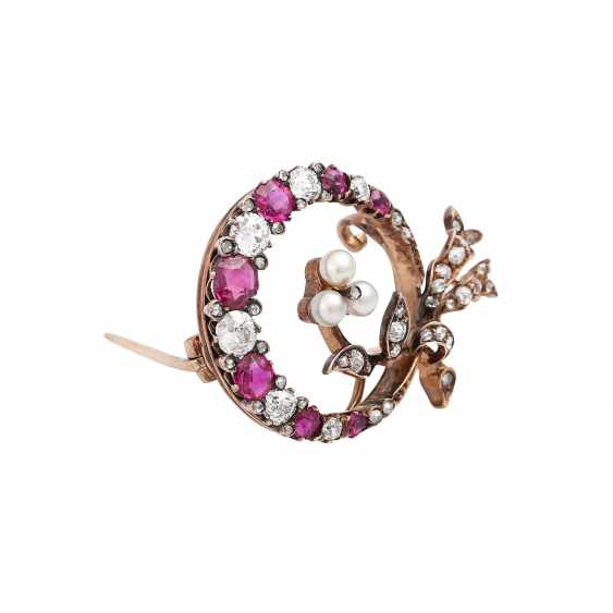 Brooch with fine rubies, diamonds, together approx 1.1 ct, - photo 2
