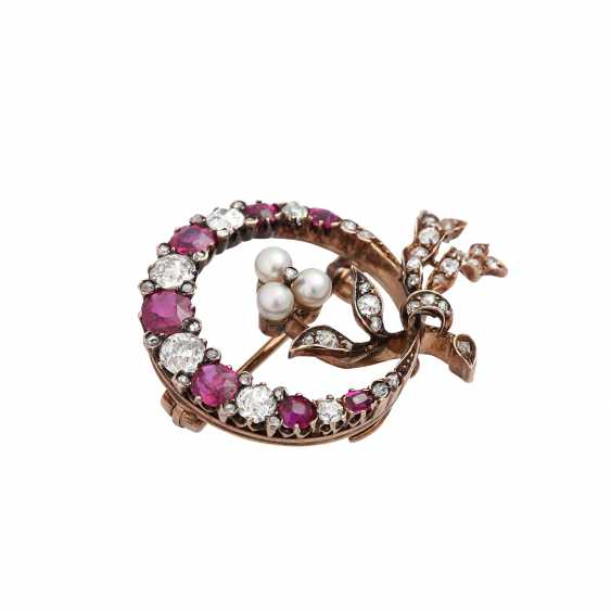 Brooch with fine rubies, diamonds, together approx 1.1 ct, - photo 3