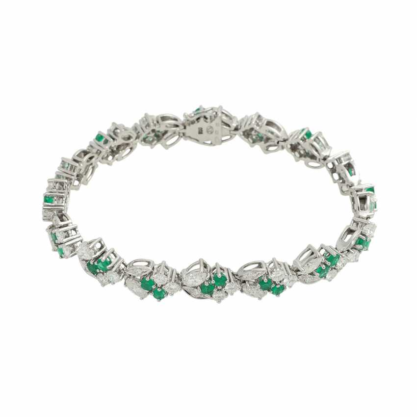 LAUDIER bracelet bes. with 32 emeralds, together CA. 3,22 ct, - photo 1
