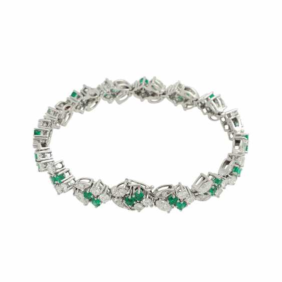 LAUDIER bracelet bes. with 32 emeralds, together CA. 3,22 ct, - photo 2
