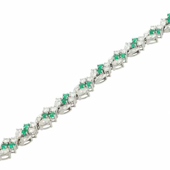 LAUDIER bracelet bes. with 32 emeralds, together CA. 3,22 ct, - photo 4