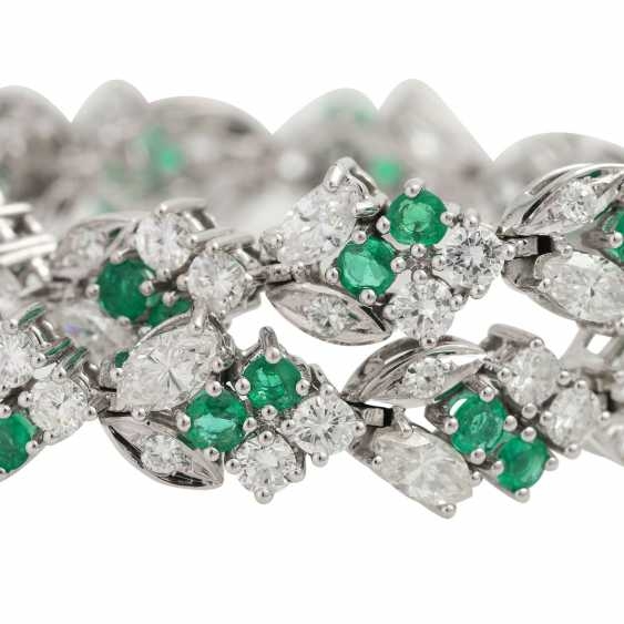 LAUDIER bracelet bes. with 32 emeralds, together CA. 3,22 ct, - photo 5