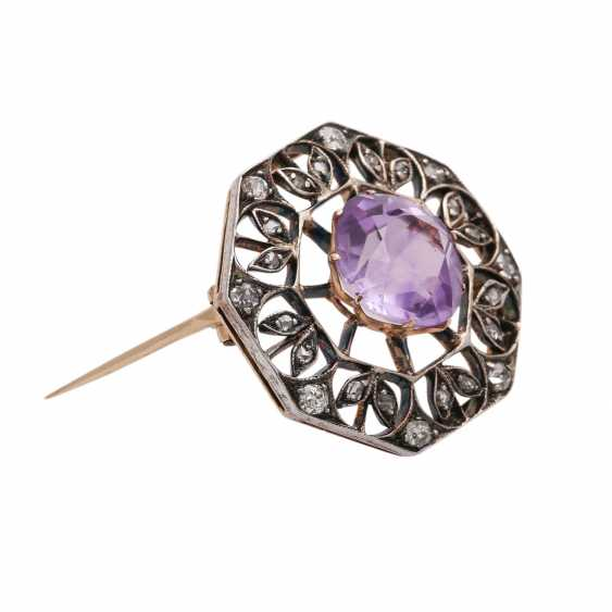 Brooch with Amethyst, approx. 3 ct and CL. Diamonds, - photo 2