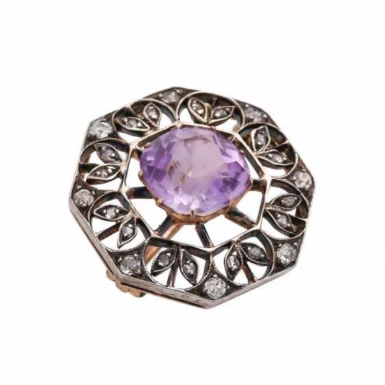 Brooch with Amethyst, approx. 3 ct and CL. Diamonds, - photo 3