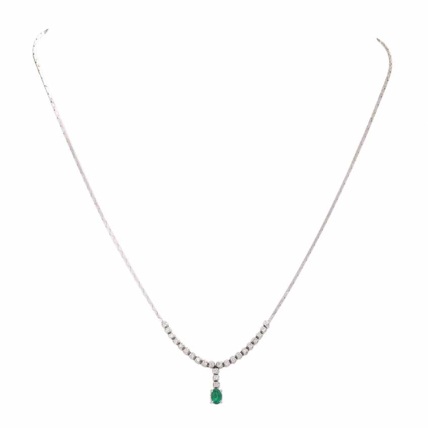 Necklace with emerald and 23 brilliant-cut diamonds, together approx 0,23 ct, - photo 1
