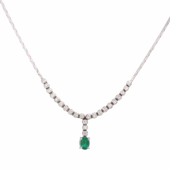 Necklace with emerald and 23 brilliant-cut diamonds, together approx 0,23 ct, - photo 2