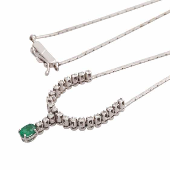 Necklace with emerald and 23 brilliant-cut diamonds, together approx 0,23 ct, - photo 4