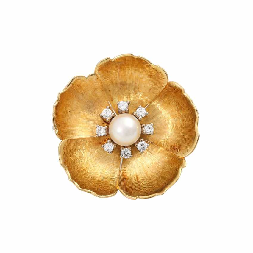 Flower brooch with pearl and diamonds - photo 1