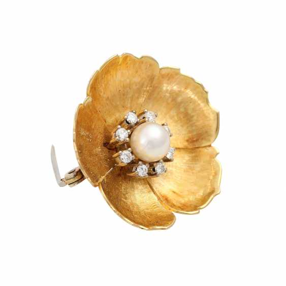 Flower brooch with pearl and diamonds - photo 2