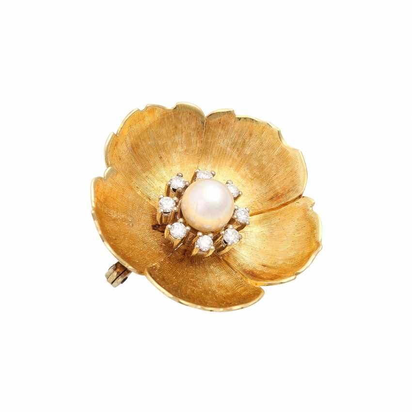 Flower brooch with pearl and diamonds - photo 3