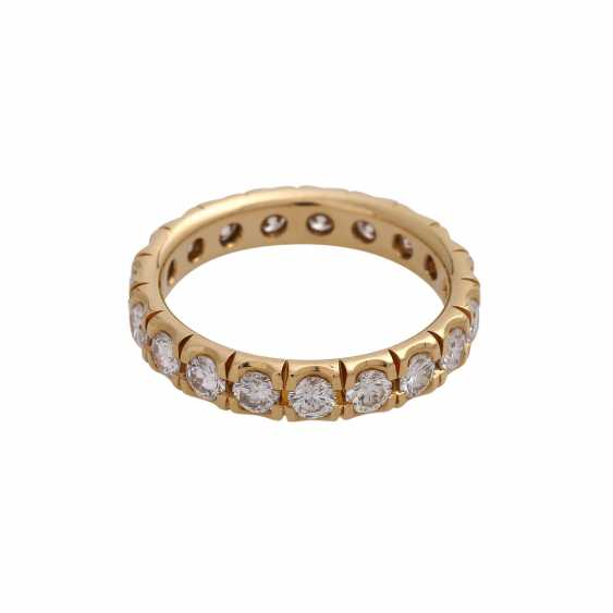 Eternity ring with 19 brilliant-cut diamonds, together approx 1.9 ct, FW (F-G)/ VS, - photo 1