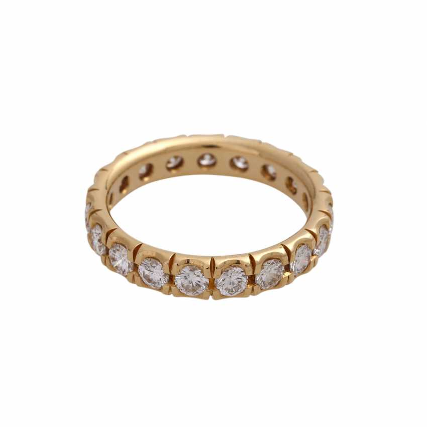 Eternity ring with 19 brilliant-cut diamonds, together approx 1.9 ct, FW (F-G)/ VS, - photo 2