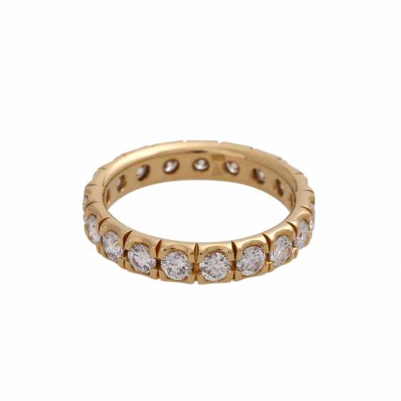 Eternity ring with 19 brilliant-cut diamonds, together approx 1.9 ct, FW (F-G)/ VS, - photo 3