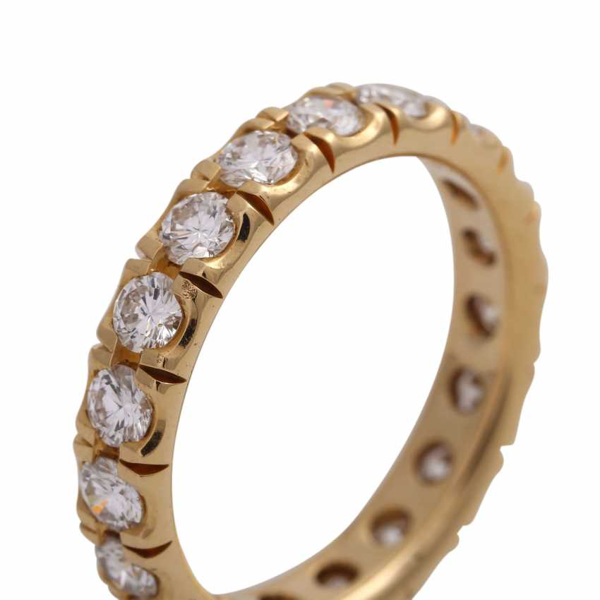 Eternity ring with 19 brilliant-cut diamonds, together approx 1.9 ct, FW (F-G)/ VS, - photo 5