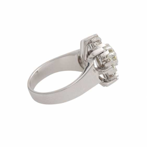 Ring with 9 brilliant-cut diamonds, together approx. 2,1 ct, WHITE-GW/VS, - photo 3